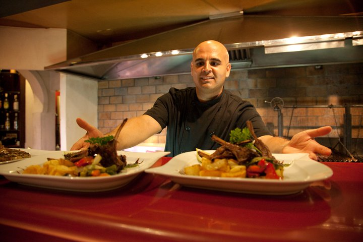 ¡Texto en Español abajo! The success of the Taberna El Greco is undoubtedly due to the chef Charalampos Gontevas. Babis, between friends, originally from Greece, newly and especially arrived from […]